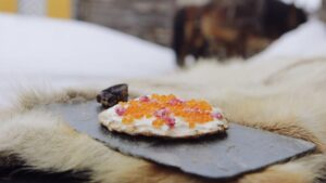 Brød med rørosrømme rogn og tørket reinsdyrkjøtt